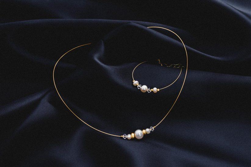 Brautschmuck, Halskette und Armkette in Gold mit Perlen