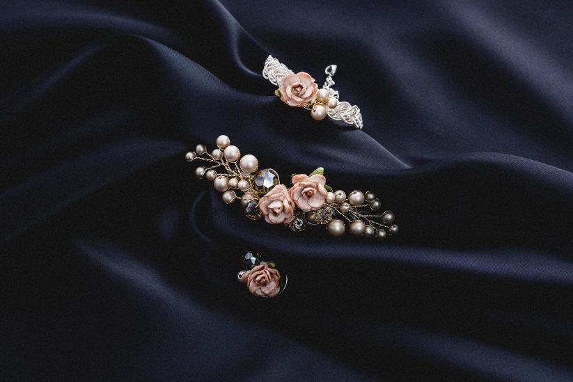 floraler Brautschmuck, Brosche, Armband und Ohrringe für die Braut