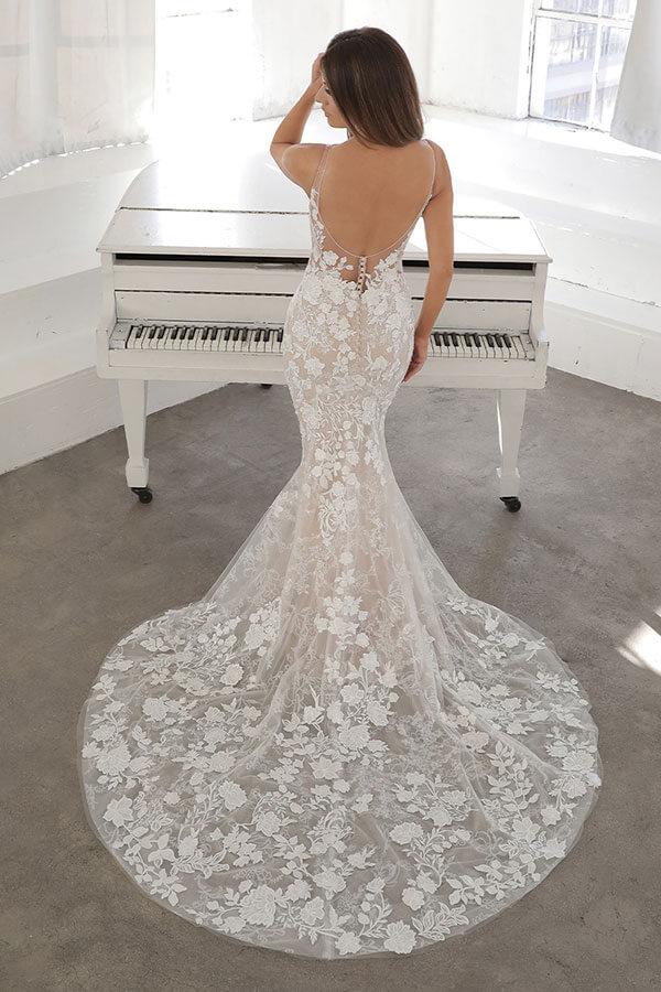 enzoani figurbetontes Brautkleid mit schleppe 2021 Brautladen Reutlingen