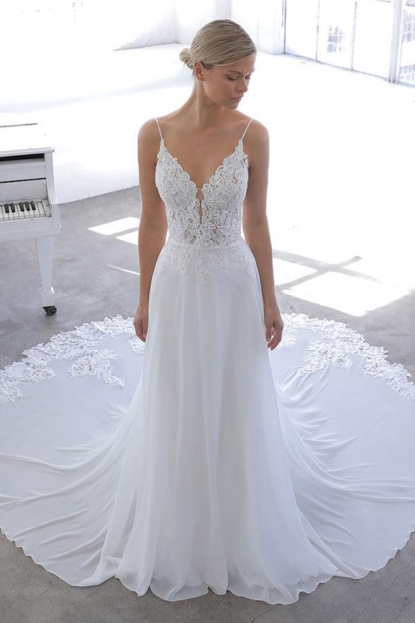 Enzoani fließendes Brautkleid mit langer schleppe 2021 Brautladen Reutlingen