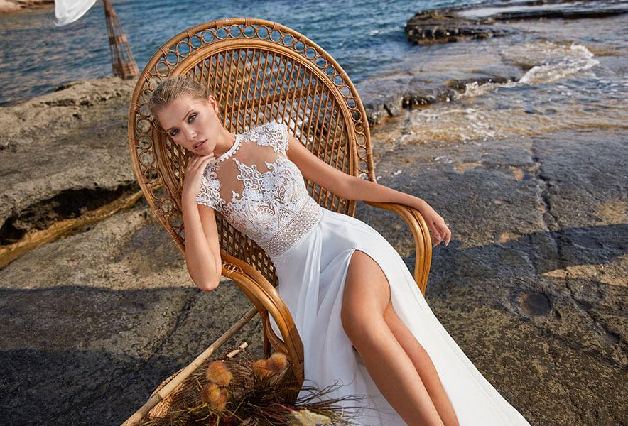 Monica Loretti schlichtes vintage Brautkleid 9151 mit schlitz Kollektion 2021