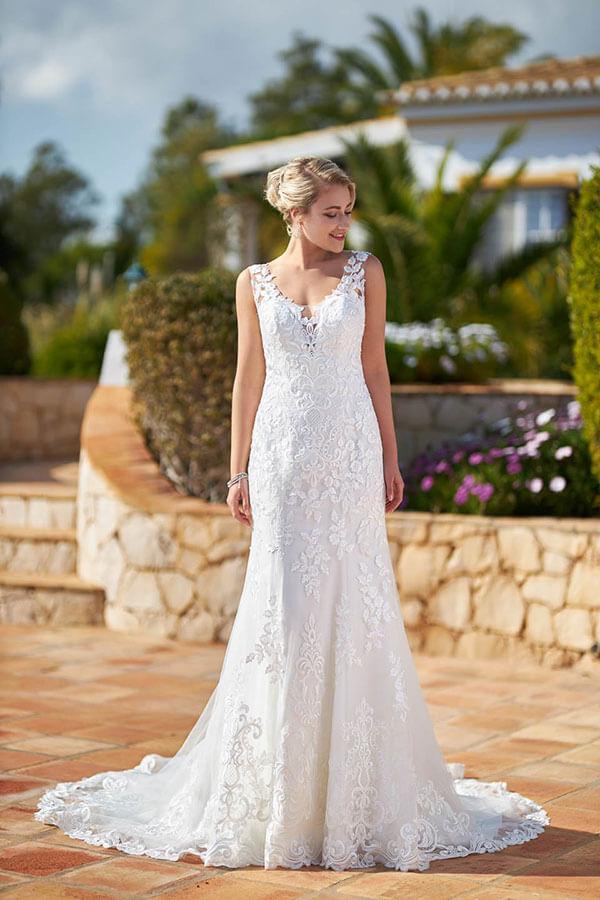 enges Brautkleid mit Spitze