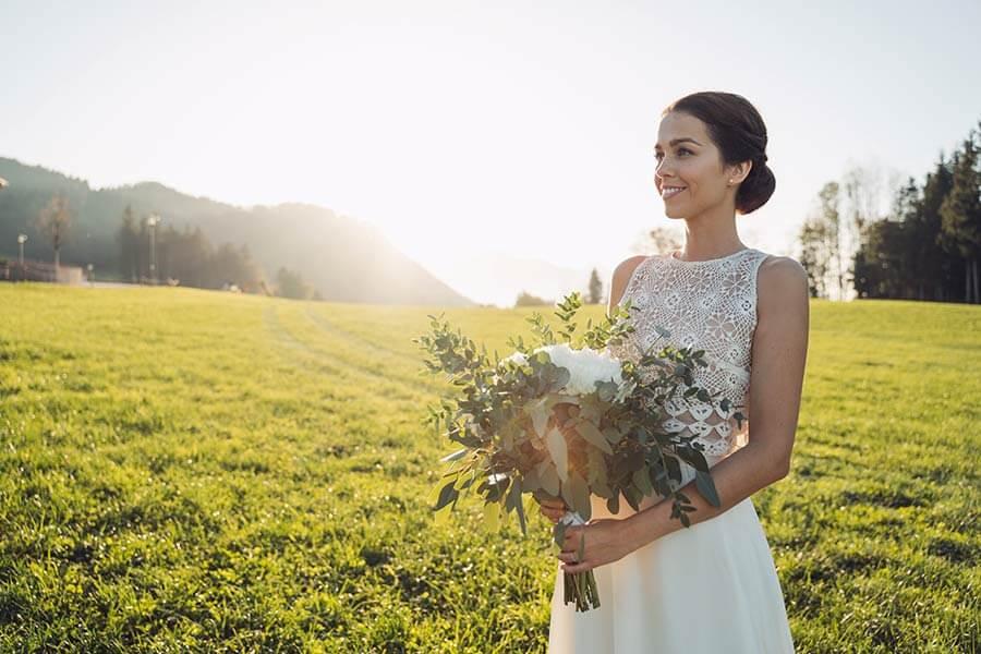 Braut mit Zweiteiler Brautkleid